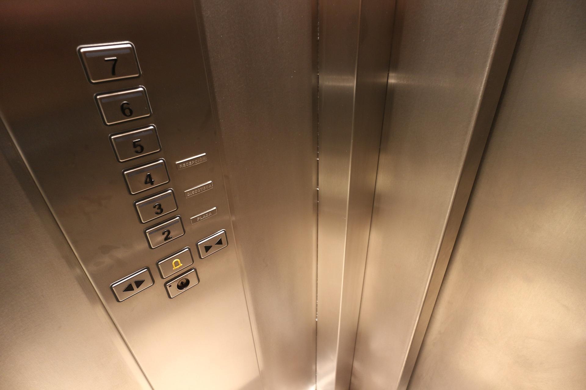 Жители воронежской многоэтажки не хотят платить за лифты-призраки - фото 1